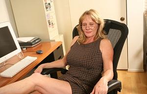 Vagina van 61-jarig omaatje uit Friesland beffen