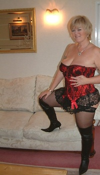 Rijpe vrouw van 65 uit Groningen
