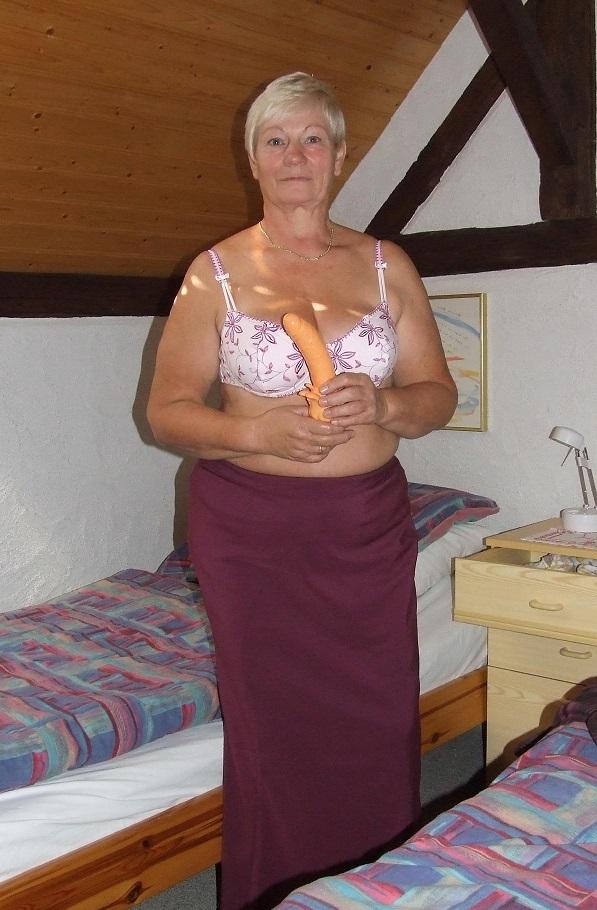Rijpe vrouw van 68 uit Zuid-Holland