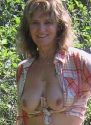 Gleufje van 65-jarig omaatje uit Noord-Brabant beffen