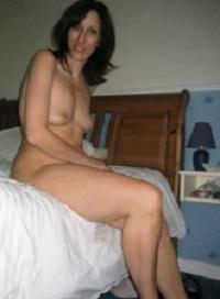 Huisvrouw uit  zoekt jongen voor sexdating