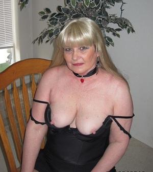 Rijpe vrouw van 68 uit Zeeland
