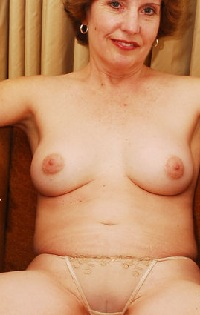 Rijpe vrouw van 68 uit Flevoland