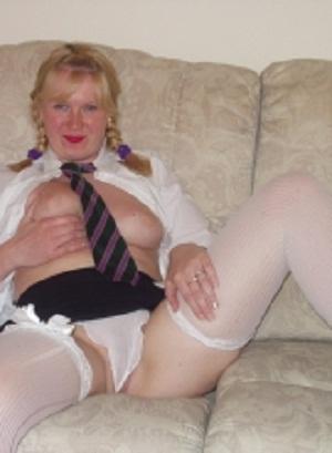 Huisvrouw uit  zoekt jongen voor date
