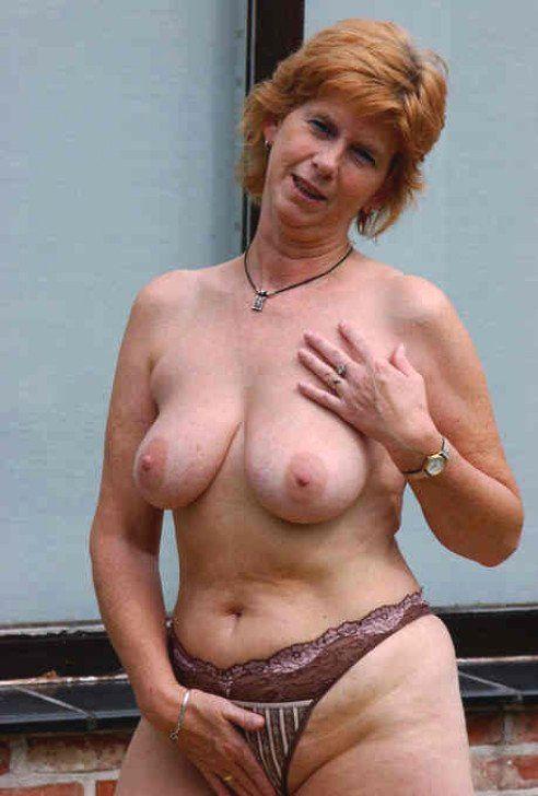 Hitsig oudje van 62 uit Limburg ejaculeert vanuit haar pussy
