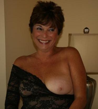 Rijpe vrouw van 67 uit Groningen