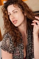 Leuk vrouwtje van 41 uit West-Vlaanderen kan haar kutje laten spuiten