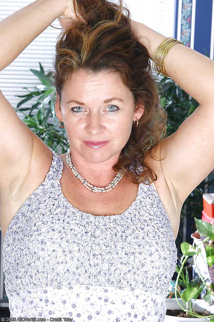 Geil oudje van 59 uit Drenthe kan haar kutje laten spuiten