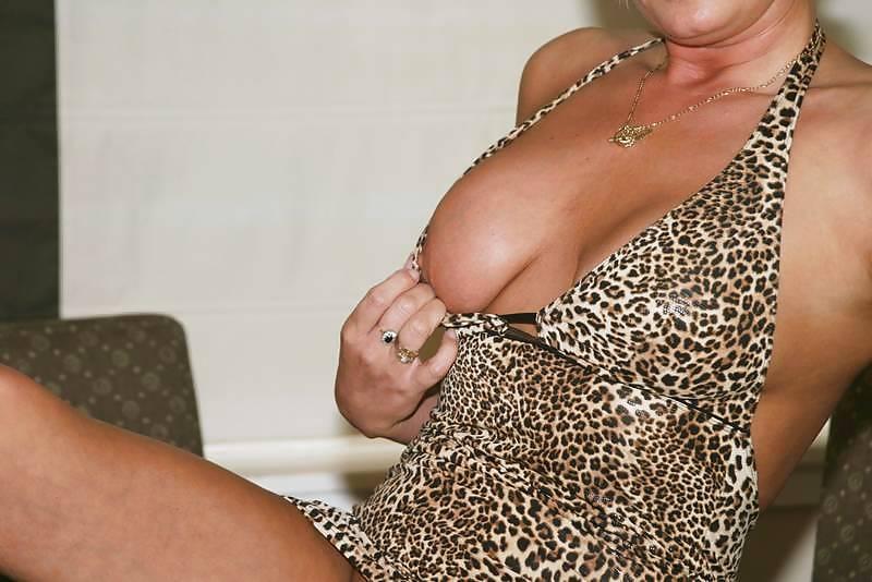 Lekker oudje van 52 uit Limburg laat haar pussy squirtend klaarkomen