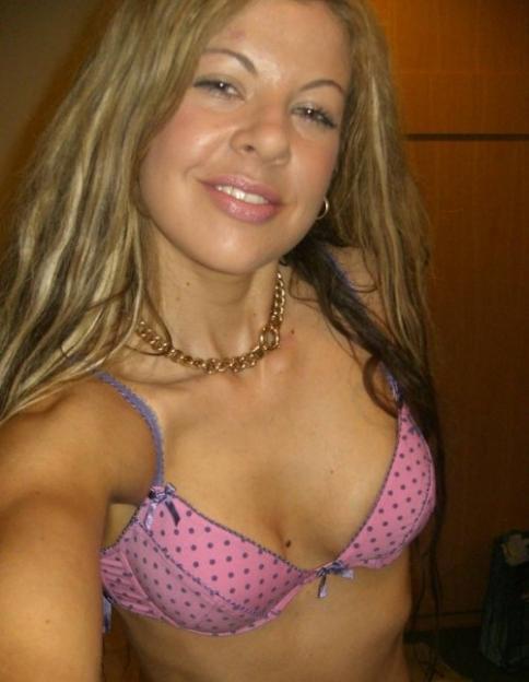 Huisvrouw uit  zoekt jongeheren voor sex