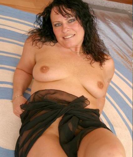 Huisvrouw uit  zoekt heren voor sexdate