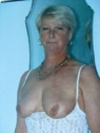 Rijpe vrouw van 70 uit Noord-Holland