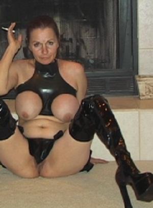 Lekker oudje van 55 uit Friesland laat haar pussy squirtend klaarkomen