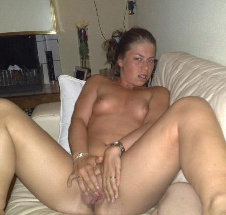 Huisvrouw uit  zoekt jongen voor sex