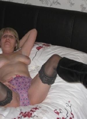Rijpe vrouw van 68 uit Limburg