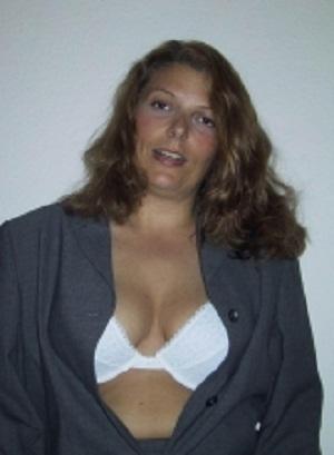 Huisvrouw uit  zoekt liefhebbers voor sex