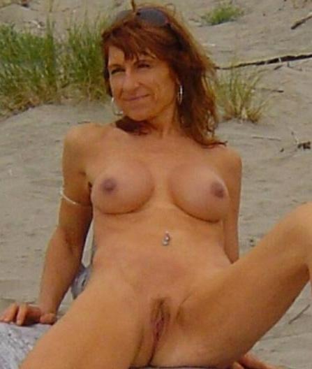 Clitoris van 62-jarig omaatje uit Friesland beffen