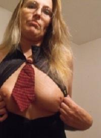 Huisvrouw uit  zoekt jongeheren voor een keertje neuken