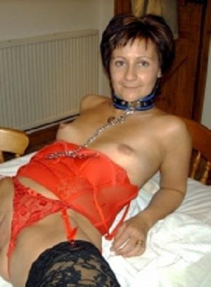 Sexy oudje van 55 uit Noord-Brabant ejaculeert vaginaal