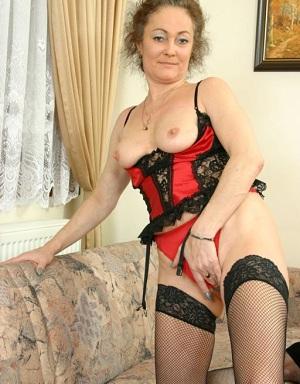 Rijpe vrouw van 64 uit Noord-Brabant