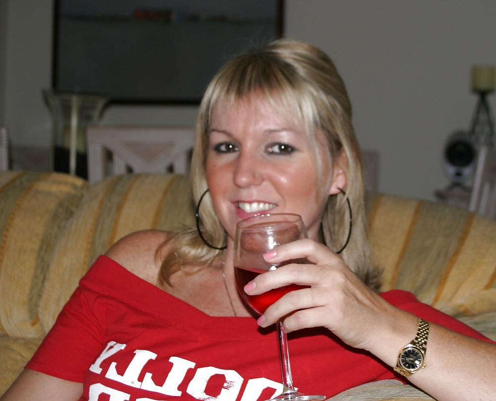 Lief wijf van 49 uit Flevoland laat haar pussy squirtend klaarkomen